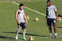 RIO DE JANEIRO; RJ; 18 DE JULHO 2013-  A equipe do Fluminense treinou nesta quinta-feira nas Laranjeiras se preparando para o clássico contra o Vasco do próximo domingo na volta do time tricolor ao Maracanã. Deco e Digão no treino. FOTO: NÉSTOR J. BEREMBLUM - BRAZIL PHOTO PRESS.