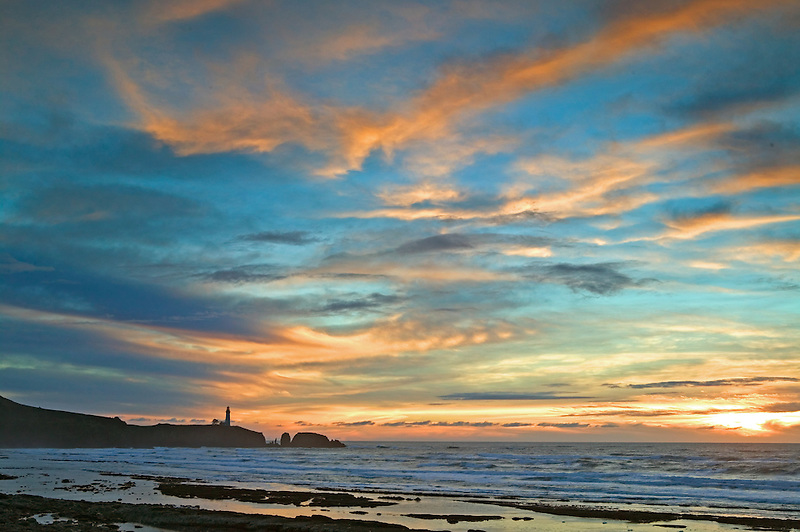 Sunset and low tide at Yaquina Lighthouse, Oregon