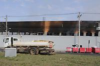 Paulinia (SP), 12/06/2021 - Incendio - Rescaldo na manha deste sabado (12). Um incendio atingiu uma unidade da rede de supermercados Pague Menos, em Paulinia (SP), na noite de sexta-feira (11). De acordo com o Corpo de Bombeiros, o fogo foi de grandes proporcoes e destruiu parte do estabelecimento. Ninguem ficou ferido. (Foto: Denny Cesare/Codigo 19/Codigo 19)
