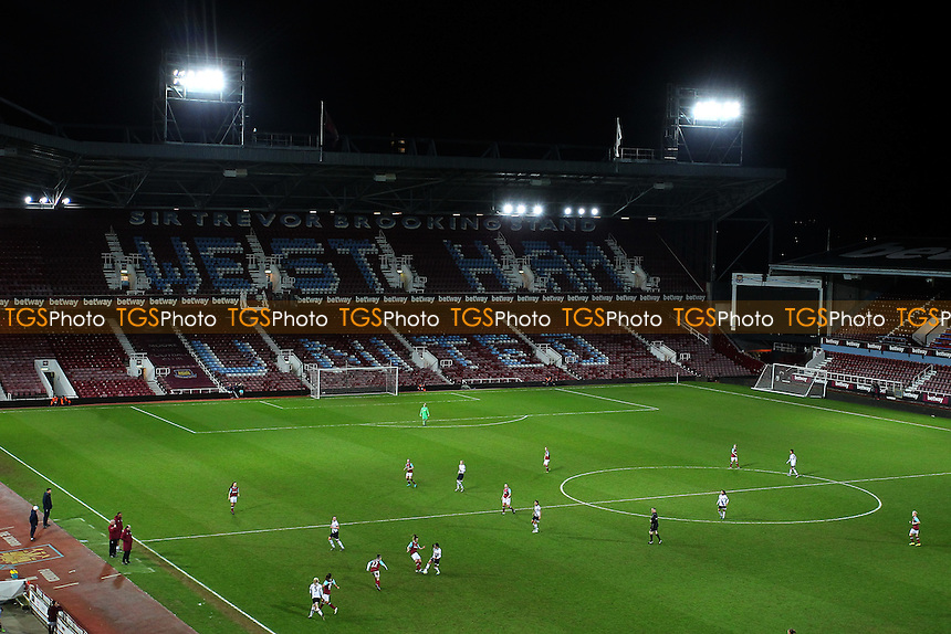 General view of the action during West Ham United Ladies vs Tottenham Hotspur Ladies, FA Women's Premier League Football at the Boleyn Ground, Upton Park