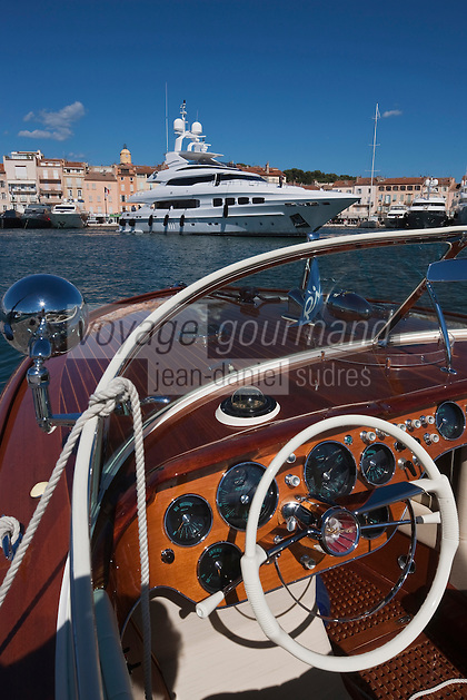 Europe/France/Provence -Alpes-Cote d'Azur/83/Var/Saint-Tropez: Canot Riva sur le Port