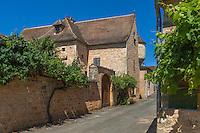 France, Lot, (46), Montcabrier: La maison dite de la cour de justice avec son échauguette du xvie.  // France, Lot, Montcabrier: house with watchtower
