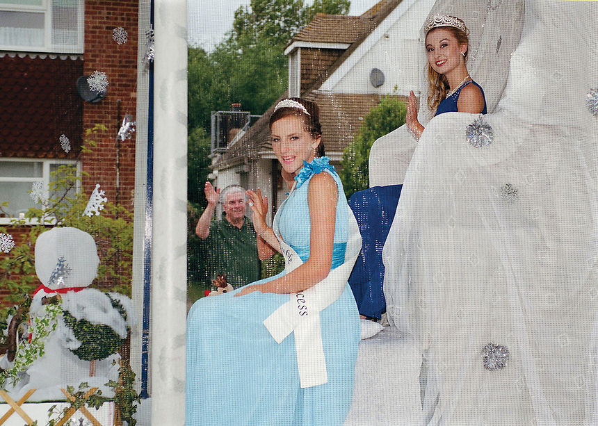 """Queen of Whitstable, Lauren Mackenzie accompanied by Princess Siobham Cutress.<br /> <br /> """"Please do not throw coins."""""""