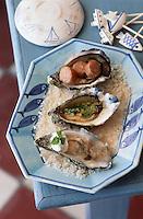 """Europe/France/Aquitaine/33/Gironde/Bassin d'Arcachon/Le Cap Ferret: Huitres des trois façons - huitres saucisse, en gelée et roties. Recettes de Cyril Jalbert du restaurant """"Le Bistrot du Bassin"""""""