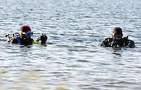 Schladitzer See: Sven Lychatz und Jürgen Brause erkunden den Boden des einstigen Tagebaus Delitzsch Südwest. Im Loch das heute Schladitzer See heißt haben sich seltene Schwämme angesiedelt, die die beiden Hobbytaucher entdeckt hatten. Daraufhin gab es Ärger mit dem Landratsamt, die eine Strafe verhängten, weil die beiden nicht im See tauchen dürfen. Obwohl sie was gutes tun wollten, wurden sie von dem Landrat abgewiegelt. Nun eröffnet eine Tauchschule am Schladitzer See.  Foto: Alexander Bley