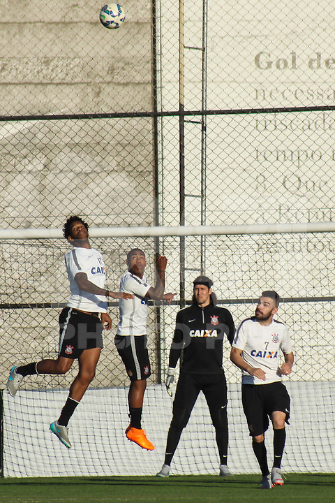 SÃO PAULO, SP, 11.08.2015 - FUTEBOL-CORINTHIANS -  Jogadores  do Corinthians durante sessão de treinamento no Centro de Treinamento Joaquim Grava na região leste de São Paulo nesta terça-feira, 11. (Foto: Marcos Moraes / Brazil Photo Press)