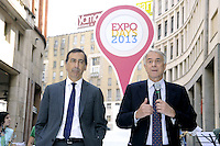 - Milano, cerimonia per lo svelamento delle bandiere dei paesi partecipanti all'EXPO 2015; Giuseppe Sala , amministratore delegato di Expo 2015 Spa e Commissario Unico dell'evento con Giuliano Pisapia, sindaco di Milano....- Milan, ceremony for unveiling of the flags of countries participating in the Expo 2015; Giuseppe Sala, CEO of Expo 2015 SpA and Commissioner Unique of event with  Giuliano Pisapia, mayor of Milan