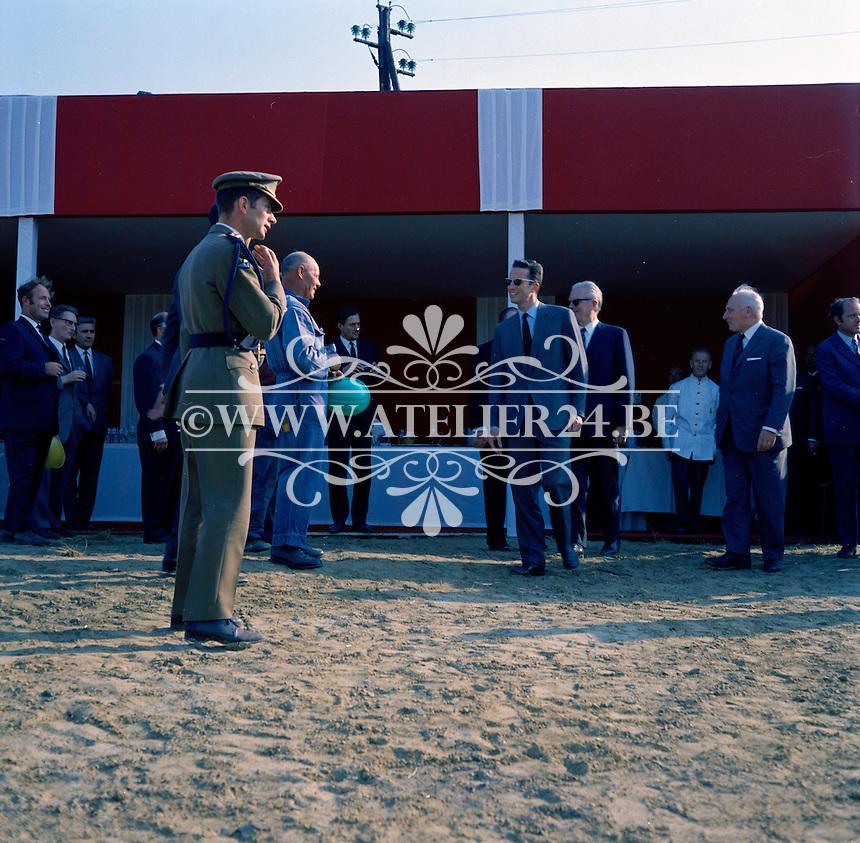 Juli 1971. Bezoek van Koning Boudewijn aan de werf van de Sluis van Zemst.