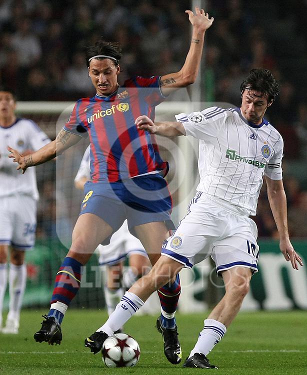Dinamo Kiev's Artem Milevskiy (r) and FC Barcelona's Zlatan Ibrahimovic during the UEFA Champions League match.September 29 2009. (ALTERPHOTOS/Acero).