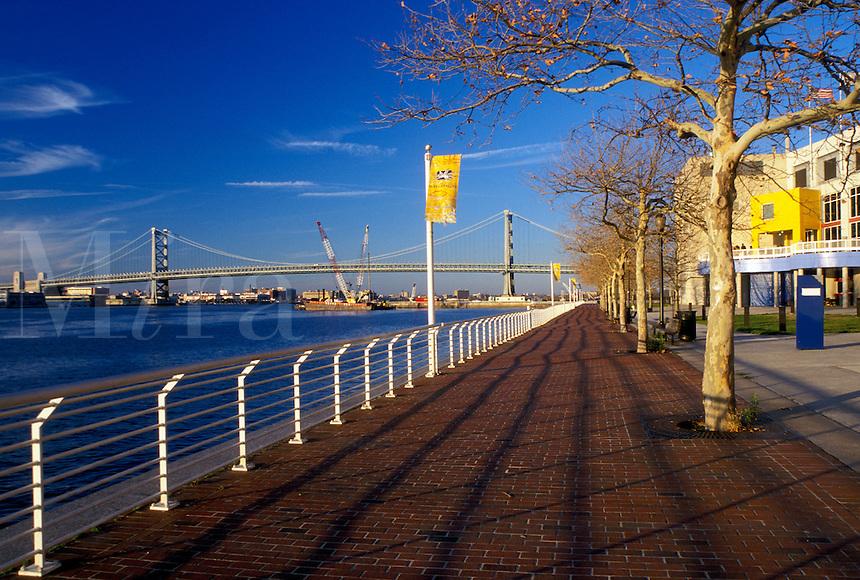 Camden, NJ, New Jersey, New Jersey State Aquarium at Camden along the Delaware River in Camden. Benjamin Franklin Bridge in the background.