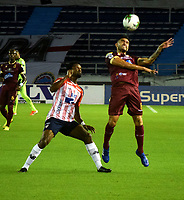 BARRANQUILLA - COLOMBIA, 22-11-2020: Dany Rosero de Atletico Junior y Guillermo Celis de Deportes Tolima disputan el balon, durante partido entre Atletico Junior y Deportes Tolima, de los Cuartos de Final Ida por la Liga BetPlay DIMAYOR 2020 jugado en el estadio Metropolitano Roberto Melendez de la ciudad de Barranquilla. / Dany Rosero de Atletico Junior and Guillermo Celis of Deportes Tolima battle for the ball, during a match between Atletico Junior and Deportes Tolima of the Quarterfinal First Leg for BetPlay DIMAYOR League 2020 played at the Metropolitano Roberto Melendez Stadium in Barranquilla city. / Photo: VizzorImage / Jairo Cassiani / Cont.