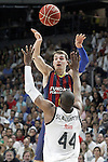 Real Madrid's Marcus Slaughter (d) and FC Barcelona's Mario Hezonja during Liga Endesa ACB 2nd Final Match.June 21,2015. (ALTERPHOTOS/Acero)