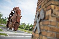 """Klimacamp """"Ende Gelaende"""" bei Proschim in der brandenburgischen Lausitz.<br /> Mehrere tausend Klimaaktivisten  aus Europa wollen zwischen dem 13. Mai und dem 16. Mai 2016 mit Aktionen den Braunkohletagebau blockieren um gegen die Nutzung fossiler Energie zu protestieren.<br /> Im Bild: Eine Schaufelrad eines ehemaligen Kohlebaggers steht in der Ortschaft Welzow. Welzow soll nach dem Willen der Kraftwerksbetreiber abgerissen werden, da unter dem Ort Kohle liegen soll.<br /> 14.5.2016, Welzow/Brandenburg<br /> Copyright: Christian-Ditsch.de<br /> [Inhaltsveraendernde Manipulation des Fotos nur nach ausdruecklicher Genehmigung des Fotografen. Vereinbarungen ueber Abtretung von Persoenlichkeitsrechten/Model Release der abgebildeten Person/Personen liegen nicht vor. NO MODEL RELEASE! Nur fuer Redaktionelle Zwecke. Don't publish without copyright Christian-Ditsch.de, Veroeffentlichung nur mit Fotografennennung, sowie gegen Honorar, MwSt. und Beleg. Konto: I N G - D i B a, IBAN DE58500105175400192269, BIC INGDDEFFXXX, Kontakt: post@christian-ditsch.de<br /> Bei der Bearbeitung der Dateiinformationen darf die Urheberkennzeichnung in den EXIF- und  IPTC-Daten nicht entfernt werden, diese sind in digitalen Medien nach §95c UrhG rechtlich geschuetzt. Der Urhebervermerk wird gemaess §13 UrhG verlangt.]"""