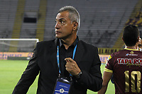 IBAGUE - COLOMBIA, 06-10-2020: Hernan Torres técnico del Tolima gesticula durante partido entre Deportes Tolima y Millonarios por la fecha 12 de la Liga BetPlay DIMAYOR 2020 jugado en el estadio Manuel Murillo Toro de la ciudad de Ibagué. / Hernan Torres coach of Tolima gestures during match between Deportes Tolima and Millonarios for the date 12 as part BetPlay DIMAYOR League 2020 played at Manuel Murillo Toro stadium in Ibague city.  Photo: VizzorImage / Juan Torres / Cont