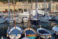 - the tourist harbor of Nice....- il porto turistico di Nizza