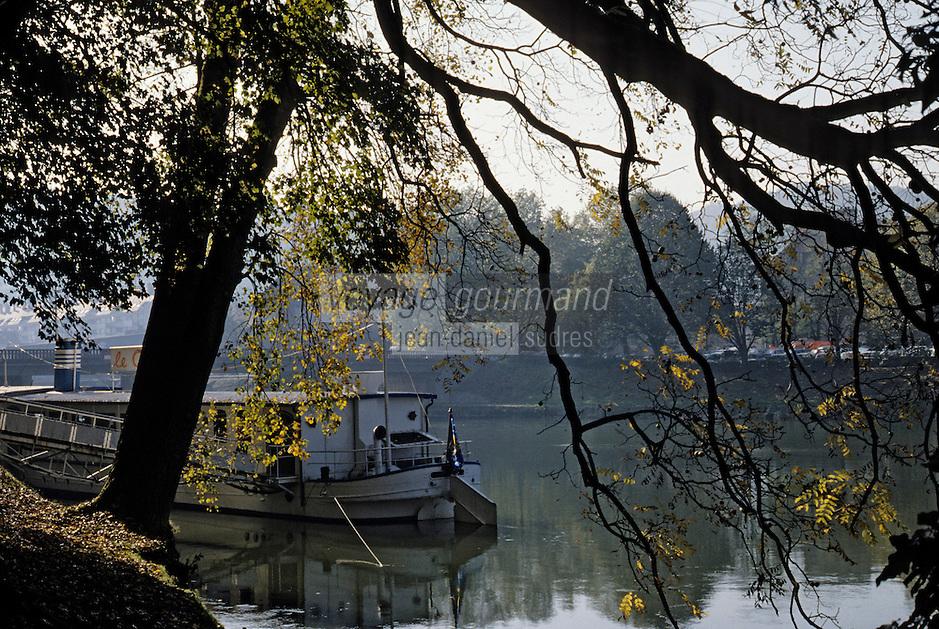 Europe/France/Franche-Comté/25/Doubs/Besançon: promenade Micaud sur bords du Doubs