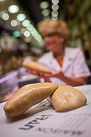 France, Haute-Garonne (31), Toulouse, Au marché Victor Hugo,  Foie gras de canard sur l'étal de chez  Samaran // France, Haute Garonne, Toulouse,  Victor Hugo market ,   Duck foie gras Samaran