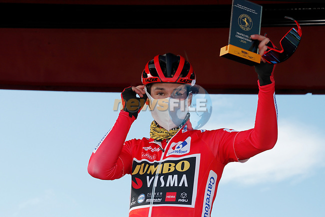 Race leader Primoz Poglic (SLO) Team Jumbo-Visma stage winner yesterday at sign on before the start of Stage 14 of the Vuelta Espana 2020, running 204.7km from Lugo to Ourense, Spain. 4th November 2020. <br /> Picture: Luis Angel Gomez/PhotoSportGomez | Cyclefile<br /> <br /> All photos usage must carry mandatory copyright credit (© Cyclefile | Luis Angel Gomez/PhotoSportGomez)