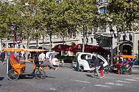 TAXI-VELO - LA JOURNEE PARIS SANS VOITURE SUR LES CHAMPS ELYSEES, PARIS, FRANCE
