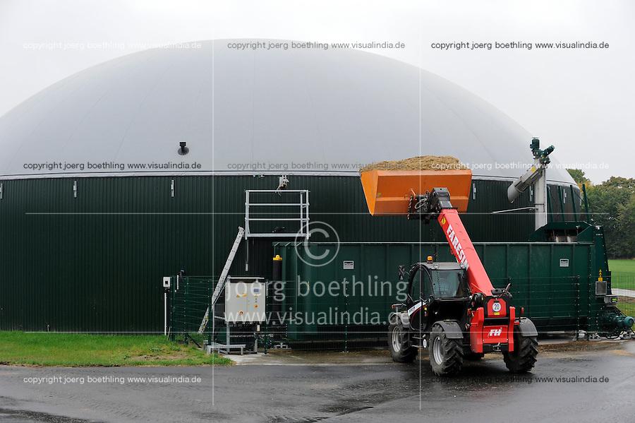 GERMANY Biogas plant at cow milk farm / DEUTSCHLAND Nawaro Biogasanlage von PlanET Biogastechnik auf dem Hof von Landwirt Norbert Hack in Wentorf, aus dem Gas wird mit einem BHKW Strom erzeugt und ins Netz eingespeist, die Waerme wird fuer Heizung der Wohnhaeuser im Dorf verwendet, Befuellung mit Mais Substrat
