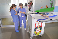 - Milan, S. Carlo Hospital, department of pediatrics....- Milano, ospedale S.Carlo, reparto di pediatria