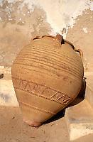 Keramik im Museum in Houmt Souk, Djerba, Tunesien
