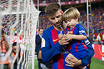 Gerard Pique of FC Barcelona and his son during the match of  Copa del Rey (King's Cup) Final between Deportivo Alaves and FC Barcelona at Vicente Calderon Stadium in Madrid, May 27, 2017. Spain.. (ALTERPHOTOS/Rodrigo Jimenez)