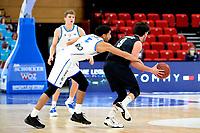 11-02-2021: Basketbal: Donar Groningen v Apollo Amsterdam: Groningen  Donar speler Leon Williams met Apollo speler Noam Hasson