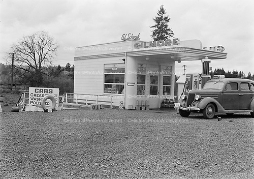 0001-A293 Ed Schwab's Gilmore Gas Station. 1940 license plate on the car. unknown Oregon location.