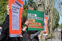 """Kundgebung zum Start der Kampagne """"75 Jahre sind nicht genug - Entnazifizierung jetzt!"""" der Organisation """"Interventionistische Linke"""" (IL) am 6. Mai 2020 in Berlin vor der Berliner Aussenstelle des Bundesamt fuer Verfassungsschutz.<br /> Die Kampagne hat zum Ziel Faelle rechtsradikaler Uebergriffe und Vertuschungsaktionen in der Polizei, der Bundeswehr, dem Verfassungsschutz, dem Bundesnachrichtendienst und der Justiz in Deutschland zu dokumentieren.<br /> 6.5.2020, Berlin<br /> Copyright: Christian-Ditsch.de<br /> [NUR FUER REDAKTIONELLE ZWECKE! Werbung nur auf Anfrage beim Fotografen. Inhaltsveraendernde Manipulation des Fotos nur nach ausdruecklicher Genehmigung des Fotografen. Vereinbarungen ueber Abtretung von Persoenlichkeitsrechten/Model Release der abgebildeten Person/Personen liegen nicht vor. NO MODEL RELEASE! Don't publish without copyright Christian-Ditsch.de, Veroeffentlichung nur mit Fotografennennung, sowie gegen Honorar, MwSt. und Beleg. Konto: I N G - D i B a, IBAN DE58500105175400192269, BIC INGDDEFFXXX, Kontakt: post@christian-ditsch.de<br /> Bei der Bearbeitung der Dateiinformationen darf die Urheberkennzeichnung in den EXIF- und  IPTC-Daten nicht entfernt werden, diese sind in digitalen Medien nach §95c UrhG rechtlich geschuetzt. Der Urhebervermerk wird gemaess §13 UrhG verlangt.]"""