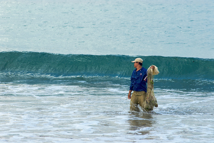 Bali Local Fisherman, the perfect wave