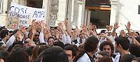 """Manifestazione nazionale """"Investire sui giovani della Sanita' X investire sul futuro del nostro SSN"""" organizzata dall'Associazione Italiana Giovani Medici e Federspecializzandi, di fronte a Montecitorio, Roma, 7 novembre 2013.<br /> UPDATE IMAGES PRESS/Isabella Bonotto"""
