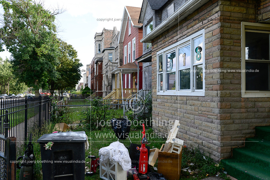 USA Chicago, south side of Chicago, Bronzeville neighborhood, afroamerican quarter with criminal youth gangs and many abandoned buildings /afroamerikanisches Problemviertel mit Jugendgangs und hoher Kriminalitaet, verlassene Haeuser