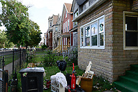 USA Chicago, south side of Chicago, Bronzeville neighborhood, afroamerican quarter with criminal youth gangs and many abandoned buildings /afroamerikanisches Problemviertel mit Jugendgangs und hoher Kriminalitaet, verlassene Haeuser