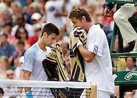25-6-08, England, Wimbledon, Tennis, Djokovic and Safin during changeover