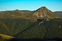 Europe/France/Auvergne/15/Cantal/Parc Naturel Régional des Volcans: Le Puy Griou et la vallée de Mandailles