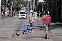 Campinas (SP), 25/03/2021 - Covid-SP - Movimentacao na regiao central de Campinas, no interior de Sao Paulo, nesta quinta-feira (25). A cidade vai ampliar as medidas restritivas na quarentena a partir desta sexta-feira (26). Com as novas regras, sera permitido o acesso de apenas uma pessoa por familia em servicos essenciais, como supermercados e padarias, e o drive-thru sera exclusivo para alimentacao - comercio em geral podera atender somente por delivery. (Foto: Denny Cesare/Codigo 19/Codigo 19)