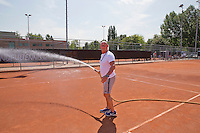 Netherlands, Rotterdam August 07, 2015, Tennis,  National Junior Championships, NJK, TV Victoria, Spraying water on the court<br /> Photo: Tennisimages/Henk Koster
