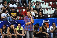 MEDELLIN -COLOMBIA-27-05-2014. Hernan Giraldo  director tecnico de Academia de La Monta–a. Accion de juego entre los equipos  de la  Academia de La Monta–a y Cimarrones del Choco.Partido por la semifinal de La Liga Directv  1 de balomcesto disputado en el coliseo de Universidad de Medellin. / Hernan Giraldo  Coach  of  Academia of Montana  in the  firts match over the Liga Direct Tv 1 of basketball . Action game between teams from the Academia  of The Monta–a and the Cimarrones  of Choco. Match of League semifinal Directv baloncesto 1 match at the Coliseum University of Medellin  Photo: VizzorImage / Luis Rios / Stringer