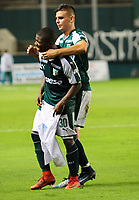 PALMIRA - COLOMBIA - 14 - 02 - 2018: Deiber Caicedo (Izq.), jugador de Deportivo Cali celebra el gol anotado a Boyaca Chico F. C., durante partido de la fecha 3 por la liga Aguila I 2018, jugado en el estadio Deportivo Cali (Palmaseca) en la ciudad de Palmira. / Deiber Caicedo (L), player of Deportivo Cali celebrates a scored goal to Boyaca Chico F. C., during a match of the 3rd date for the Liga Aguila I 2018, at the Deportivo Cali (Palmaseca) stadium in Palmira city. Photo: VizzorImage  / Nelson Rios / Cont.