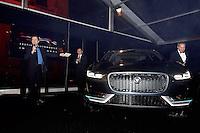 Vincent PERROT presente le prototype Jaguar electrique - Soiree des grands prix du Festival Automobile International - 31 janvier 2017 - Paris - FRANCE