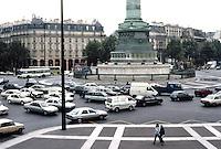 Paris: Place de la Bastille--traffic in summer. Photo '90.