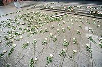 Gedenken anlaesslich des 1. Jahrestag des Terroranschlag auf den Weihnachtsmarkt auf dem Berliner Breitscheidplatz am 19. Dezember 2016 durch den Terroristen Anis Amri.<br /> Im Bild: Als Gedenkort wurde ein Riss aus eine Bronze-Gold-Legierung an der Stelle in den Fussweg eingelassen, an welcher der LKW in den Weihnachtsmarkt gefahren und die Menschen starben. Der Riss endet an der Treppe vor der Kaiser-Wilhelm-Gedaechtniskirche in deren Stufen die Namen der 12 Opfer eingelassen sind.<br /> 19.12.2017, Berlin<br /> Copyright: Christian-Ditsch.de<br /> [Inhaltsveraendernde Manipulation des Fotos nur nach ausdruecklicher Genehmigung des Fotografen. Vereinbarungen ueber Abtretung von Persoenlichkeitsrechten/Model Release der abgebildeten Person/Personen liegen nicht vor. NO MODEL RELEASE! Nur fuer Redaktionelle Zwecke. Don't publish without copyright Christian-Ditsch.de, Veroeffentlichung nur mit Fotografennennung, sowie gegen Honorar, MwSt. und Beleg. Konto: I N G - D i B a, IBAN DE58500105175400192269, BIC INGDDEFFXXX, Kontakt: post@christian-ditsch.de<br /> Bei der Bearbeitung der Dateiinformationen darf die Urheberkennzeichnung in den EXIF- und  IPTC-Daten nicht entfernt werden, diese sind in digitalen Medien nach §95c UrhG rechtlich geschuetzt. Der Urhebervermerk wird gemaess §13 UrhG verlangt.]