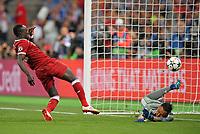 26.05.2018,  Football UEFA Champions League Finale 2018, Real Madrid - FC Liverpool, Olympiastadium Kiew (Ukraine). goal  1:1 ,  scorer Sadio Mane (FC Liverpool)  -  goalkeeper Keylor Navas (Real Madrid)  *** Local Caption *** © pixathlon<br /> <br /> Contact: +49-40-22 63 02 60 , info@pixathlon.de