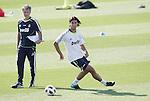 MADRID (11/08/2010).- Real Madrid training session at Valdebebas. Sami Khedira and Jose Mourinho...Photo: Cesar Cebolla / ALFAQUI