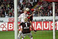 Kopfball Sotirios Kyrgiakos (Eintracht Frankfurt) gegen Simon Rolfes (Bayer Leverkusen)
