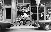 1979 FILE PHOTO - ARCHIVES -<br /> <br /> Groceries still delivered<br /> Bezant, Graham<br /> Picture, 1979, <br /> <br /> 1979,<br /> <br /> PHOTO : Graham Bezant - Toronto Star Archives - AQP