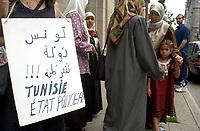 2001 06 SOI - MANIF devant CONSULAT TUNISIE
