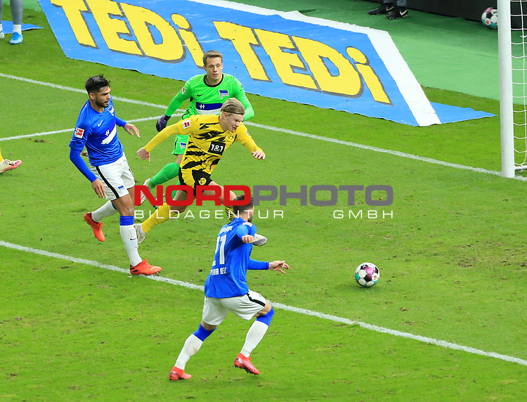 21.11.2020, OLympiastadion, Berlin, GER, DFL, 1.FBL, Hertha BSC VS. Borussia Dortmund, <br /> DFL  regulations prohibit any use of photographs as image sequences and/or quasi-video<br /> im Bild Omar Alderete (Hertha BSC Berlin #14), Alexander Schwolow (Hertha BSC Berlin #1), Marvin Plattenhardt (Hertha BSC Berlin #21),<br /> Erling Haaland (Borussia Dortmund #9)<br /> <br />       <br /> Foto © nordphoto / Engler