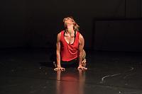 """Generalprobe der Auffuehrung """"Sieben"""" der Tanzschule """"Die Etage"""". Sieben Absolvent*innen der Tanzschule fuehren ihre Abschlussstuecke auf, ergaenzt durch weitere Choreographien zum Thema """"Die sieben Todsuenden"""".<br /> Im Bild: Die Choreographie """"Wolken und Rauch"""" der Absolventin Gesine Eggers. Taenzerin: Gesine Eggers.<br /> 9.9.2020, Berlin<br /> Copyright: Christian-Ditsch.de"""